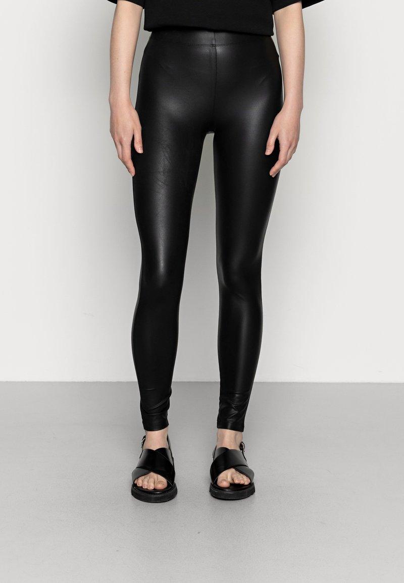 Even&Odd - Wet Look Leggings - Legginsy - black