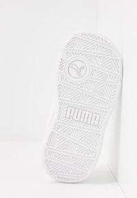 Puma - STEPFLEEX 2 UNISEX - Sportschoenen - white - 5