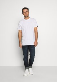 Common Kollectiv - UNISEX BOX FIT FLASH TEE - Basic T-shirt - white - 1