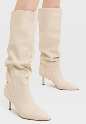 IN KNITTEROPTIK - Boots - off-white