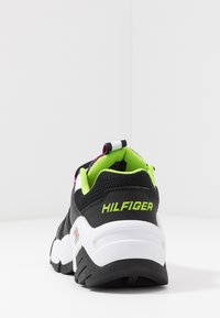 Tommy Jeans - JAWZ  - Sneakersy niskie - black/white/green gecko/pink glow - 5