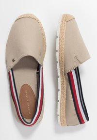 Tommy Hilfiger - BASIC TOMMY CORPORATE ESPADRILLE - Loafers - stone - 3