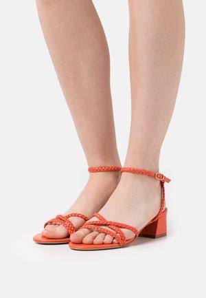 Sandały - coquelicot