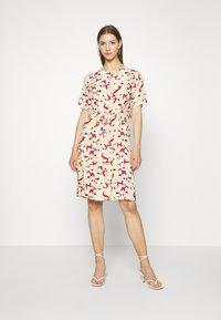 Soaked in Luxury - SLRAFINA DRESS - Kjole - multicoloured - 0