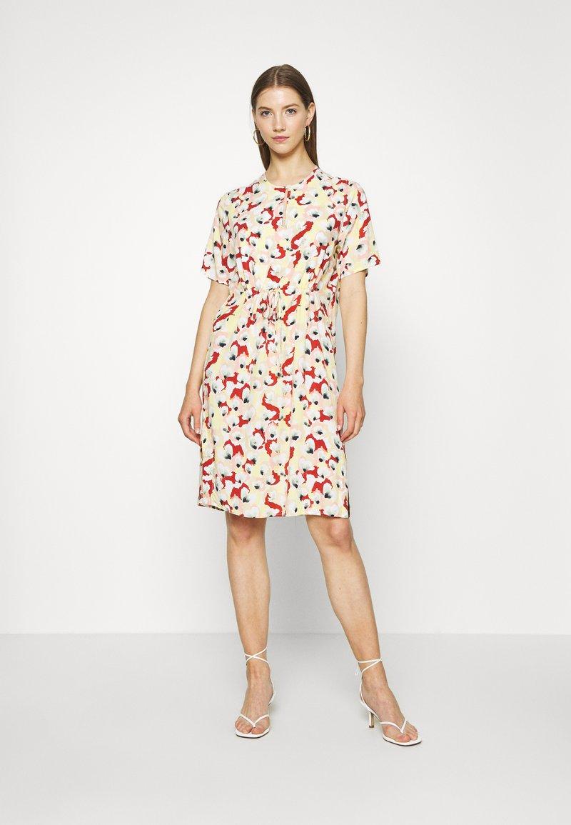 Soaked in Luxury - SLRAFINA DRESS - Kjole - multicoloured