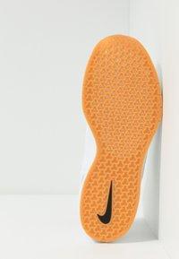 Nike SB - AIR MAX JANOSKI 2 - Sneaker low - white/yellow - 4