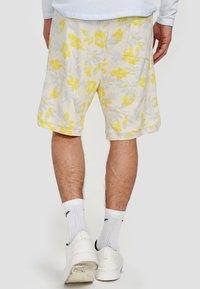 Ordinary Truffle - Shorts - white - 1