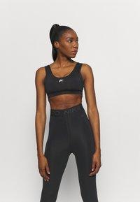 Nike Performance - INDY BRA - Sujetadores deportivos con sujeción ligera - black/white - 0