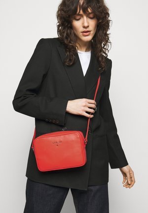 BORSA - Across body bag - hibiscus red