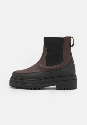 SLFASTA CHUNKY CHELSEA BOOT - Platform ankle boots - carafe