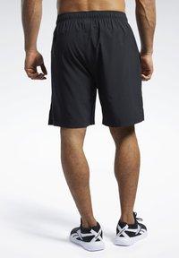 Reebok - Reebok Austin II Solid Shorts - Krótkie spodenki sportowe - Black - 2