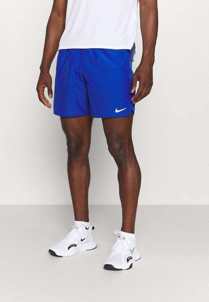 Nike Performance - CHALLENGER SHORT  - Sportovní kraťasy - game royal/silver