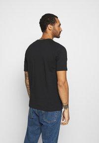 adidas Originals - TRICOL TEE UNISEX - T-shirts print - black - 2