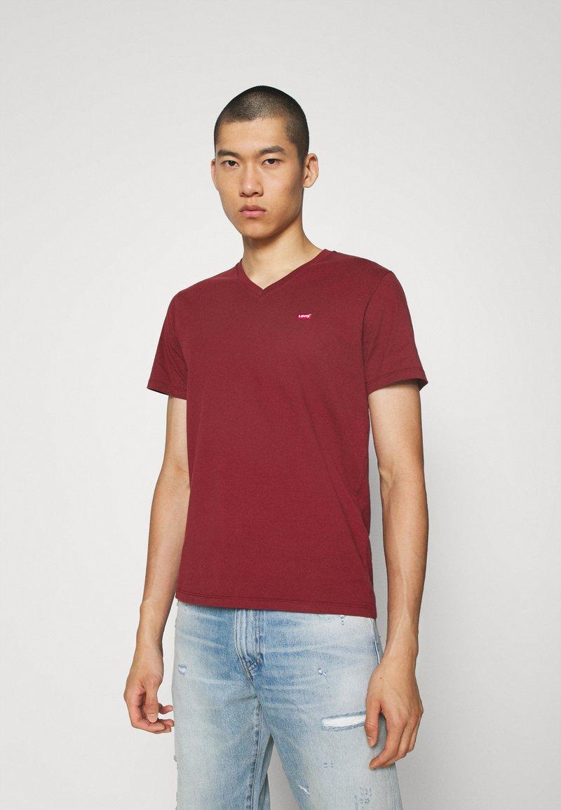 Levi's® - VNECK - Basic T-shirt - reds