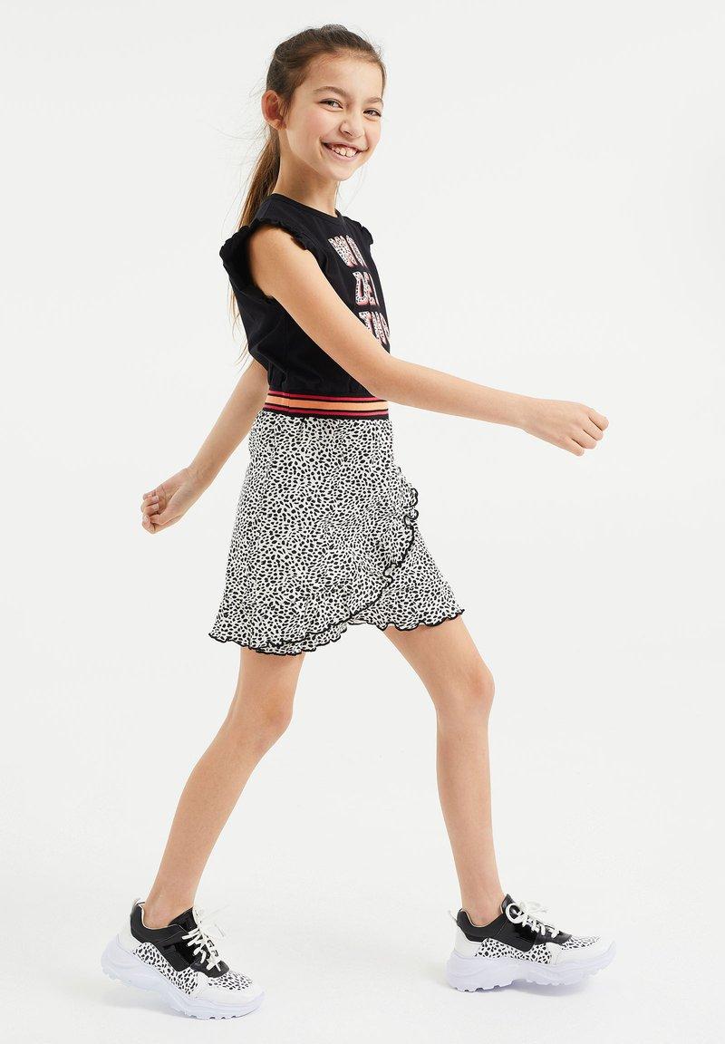 WE Fashion - MET DESSIN EN VOLANT - Vestido ligero - multi-coloured