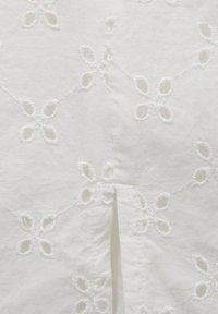 PULL&BEAR - WEISSER SCHWEIZER STICKEREI - A-line skirt - white - 6