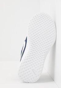 Nike Performance - REVOLUTION 5 UNISEX - Neutrální běžecké boty - midnight navy/white/black - 5