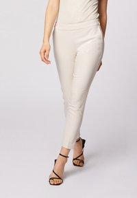 Morgan - CROPPED CIGARETTE - Pantalones - white denim - 0
