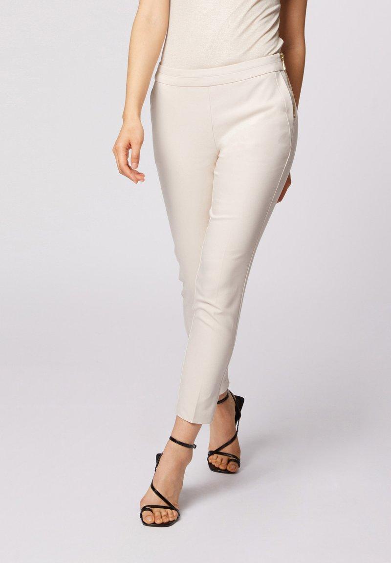 Morgan - CROPPED CIGARETTE - Pantalones - white denim