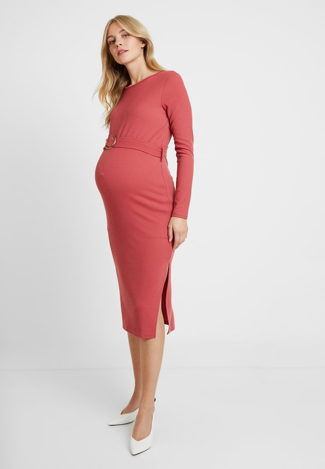 MIDI BELT DRESS - Jerseyklänning - dusty raspberry