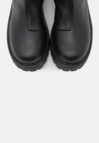 Monki - VEGAN MADDIE BOOT - Platform boots - black - 5