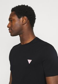 Guess - TEE - Basic T-shirt - jet black - 3
