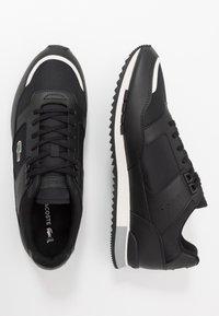 Lacoste - PARTNER PISTE - Sneakersy niskie - black/grey - 1