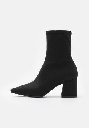 POINTED TOE MID HEEL SOCK BOOT - Botines - black
