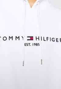 Tommy Hilfiger - HOODIE - Mikina skapucí - white - 6