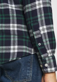 Jack & Jones - JJEWILL CHECK SHIRT  - Skjorta - olive night - 4