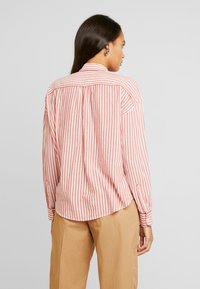 Scotch & Soda - MIX WITH PIPING DETAILS IN VARIOUS PATTERNS - Košile - red/white - 2