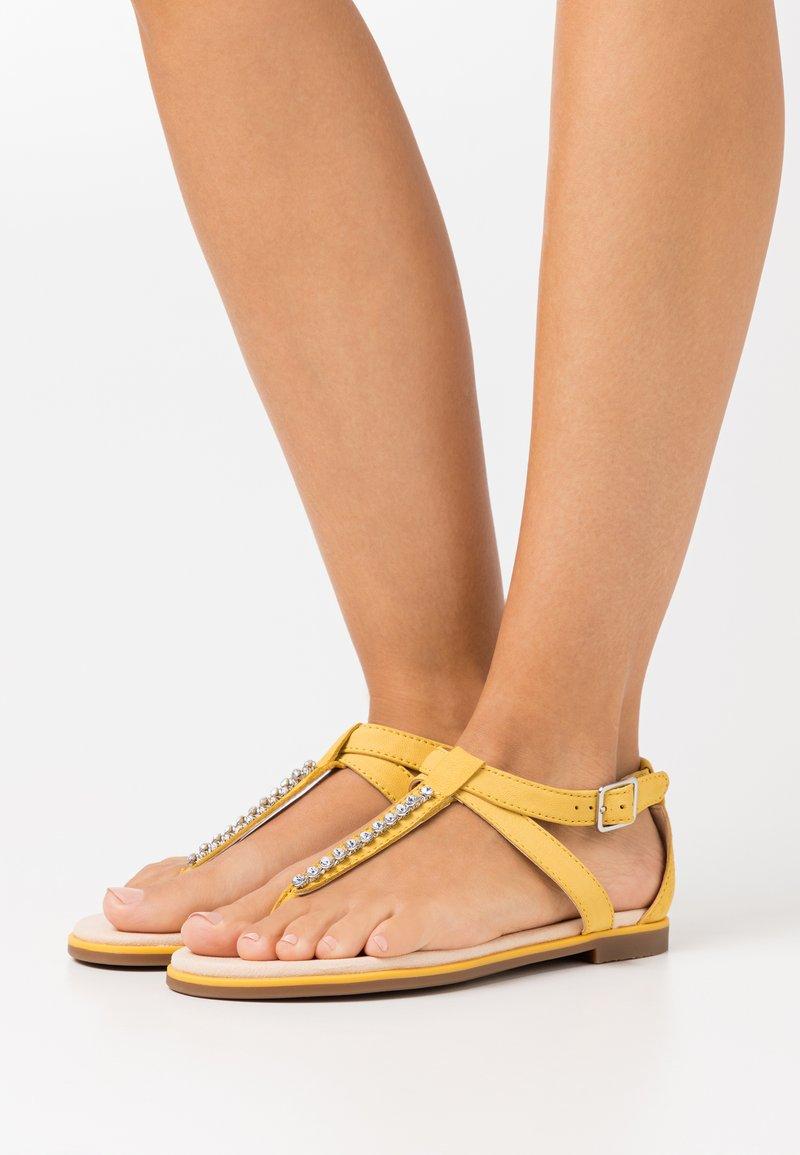 Clarks - BAY POPPY - Sandalias de dedo - yellow