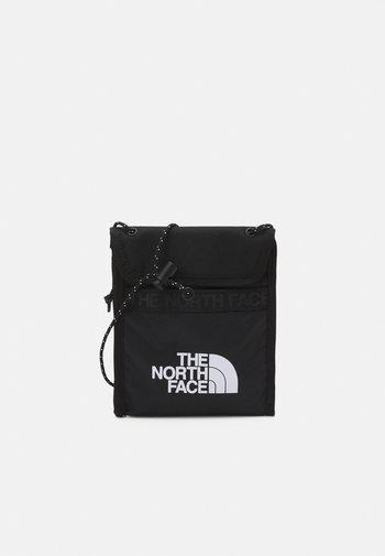 BOZER NECK POUCH UNISEX - Across body bag - black