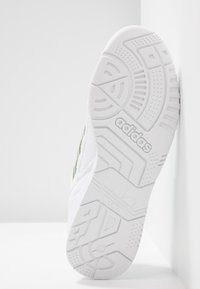 adidas Originals - A.R. TRAINER  - Joggesko - footwear white/tech olive/real blue - 8