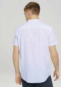 TOM TAILOR DENIM - MIT STEHKRAGEN - Shirt - white - 2