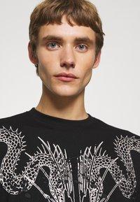 John Richmond - BESKADA - Print T-shirt - black - 3