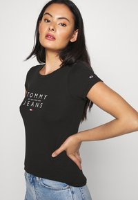 Tommy Jeans - ESSENTIAL LOGO TEE - Print T-shirt - black - 3