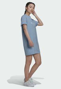 adidas Originals - ORIGINALS TREFOIL MOMENTS DRESS LOOSE - Jersey dress - blue - 3