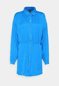 Pinko - DEGNO ABITO JACQUARD GEOMETRICO - Košilové šaty - light blue - 5