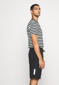 Nike Sportswear - Træningsbukser - black - 4