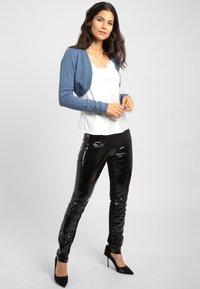 Apart - Cardigan - jeans blue - 1