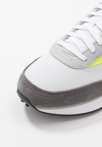 Puma - FUTURE RIDER PLAY ON UNISEX - Trainers - white/castlerock/yellow alert - 5