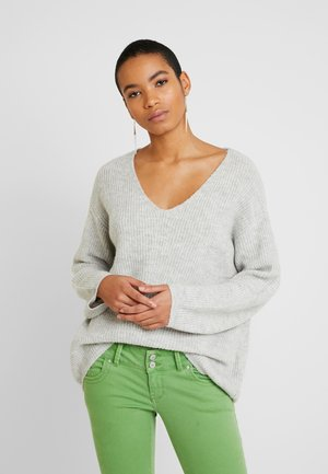 V-NECK- oversized jumper - Strickpullover - light grey melange