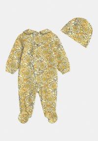 Versace - BAROQUE PRINT GIFT SET UNISEX - Sleep suit - white/gold - 1