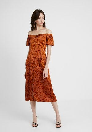 SPOT BARDOT POCKET FRONT MIDI DRESS - Shirt dress - orange