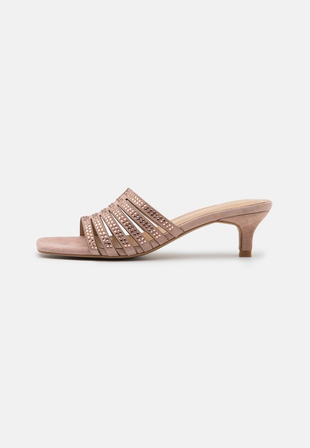 Pantofle na podpatku - old pink