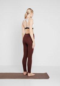 Yogasearcher - ASANA - Legging - cacao - 2