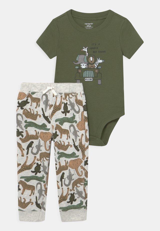 SAFARI SET - T-shirt med print - khaki