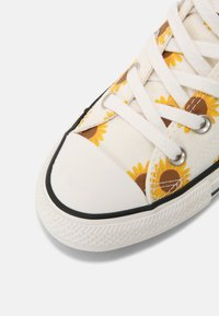 Converse - CHUCK TAYLOR ALL STAR - Sneakers hoog - egret/clove brown/amarillo - 7