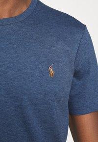 Polo Ralph Lauren - CUSTOM SLIM SOFT COTTON TEE - Basic T-shirt - derby blue heather - 5